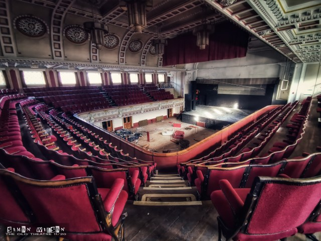 The abandoned Queen's Theatre | Urban Exploring