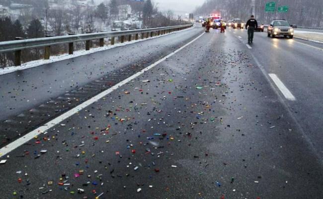 Autoroute fermée suite à un déversement de blocs Lego