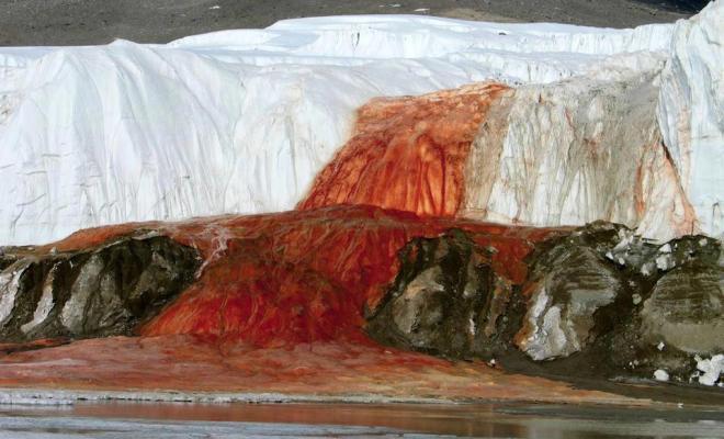 Blood Falls, les cascades de sang