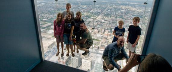 Le plancher vitré se fissure sous les visiteurs à 412 mètres du sol