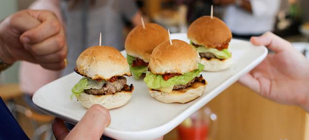 Des burgers... au goût de chair humaine !