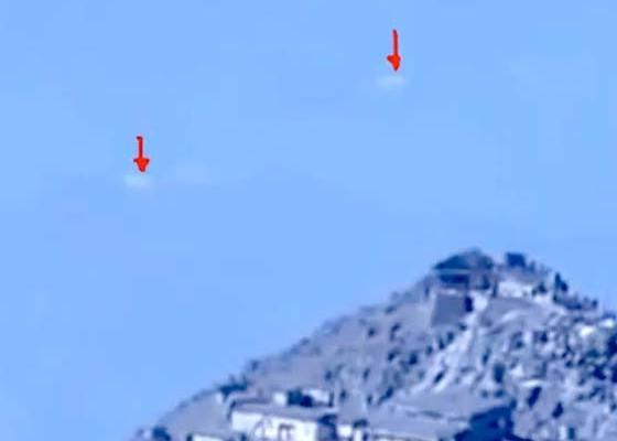 Deux Ovnis filmés au dessus du Volcan Japonais en Éruption