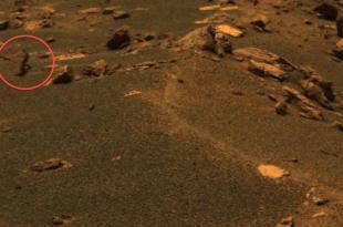 Un pilote d'OVNI aperçu sur Mars ?