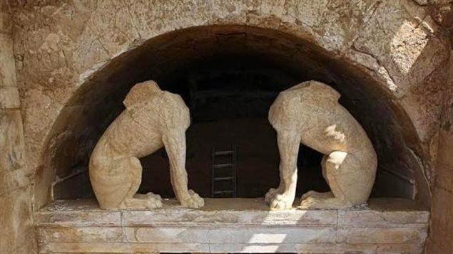 Cinq squelettes découverts dans un mystérieux tombeau grec