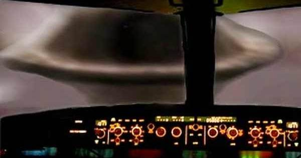 Vol 1628 de Japan Air Lines : Le plus gros Vaisseau Mère jamais vu