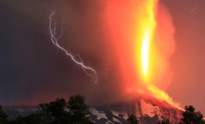 Le volcan Villarrica entre en éruption au Chili