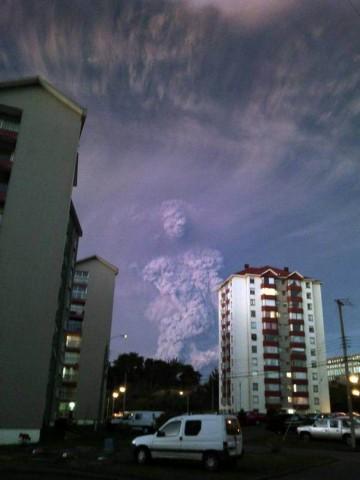 Un nuage de forme humaine près du volcan Calbuco intrigue