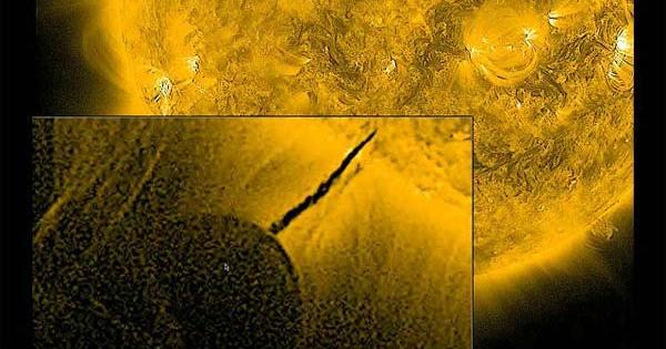 Une civilisation extraterrestre de type II recharge son vaisseau en exploitant notre soleil