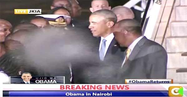 Un Petit Gris Extraterrestre défile à la télé pendant qu'Obama dit Au revoir à Nairobi