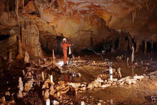 140 000 ans avant « Homo sapiens », Néandertal s'aventurait au fond des grottes