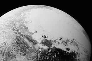"""Des """"glaces mouvantes"""" découvertes sur Pluton"""