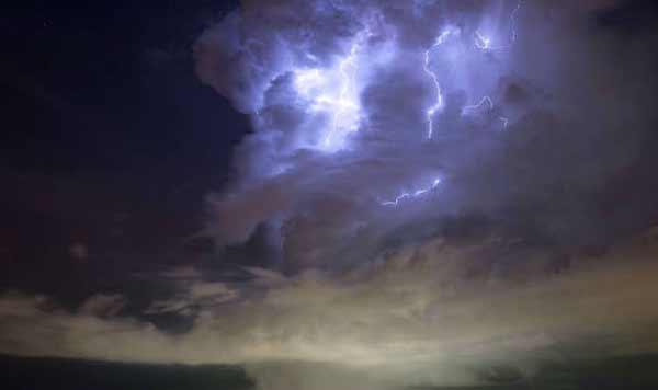 Des nuages bizarres qui survolent le Grand Collisionneur de Hadrons