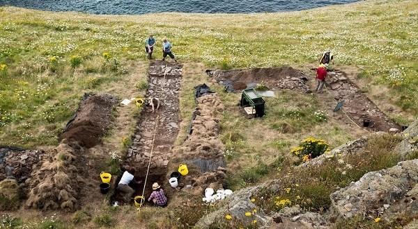 Des vestiges royaux découverts à Tintagel, lieu de naissance du Roi Arthur selon la légende