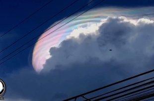 Un vaisseau spatial extraterrestre stationné au-dessus des USA pour surveiller la Terre?
