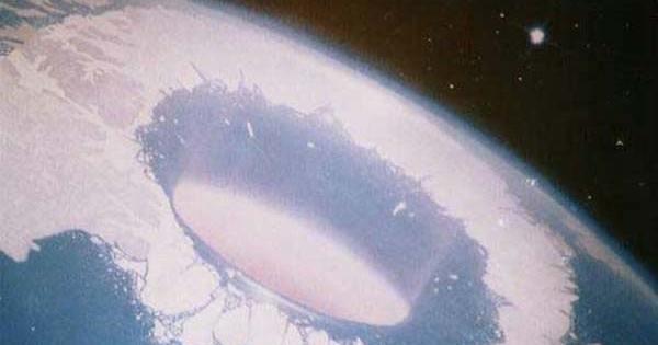 Le Lanceur d'Alerte du Programme Spatial Secret : « Trump est soutenu par des bienfaiteurs extraterrestres sur Terre »