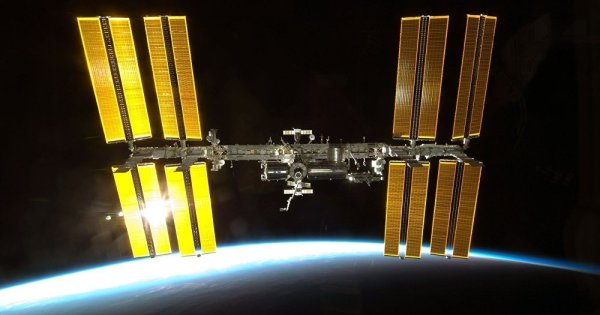 Vidéo: Des ovnis survolent l'ISS, la communication coupe en direct