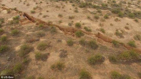 Vidéo: Une énorme fissure dans le désert de l'Arizona pose questions