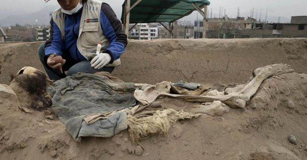 Des archéologues ont trouvé des restes de travailleurs chinois... en haut d'une pyramide au Pérou !