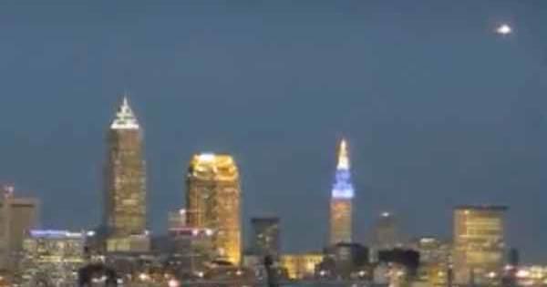 Vidéo: Un Ovni géant a été repéré dans le ciel de Cleveland, 28 février 2018