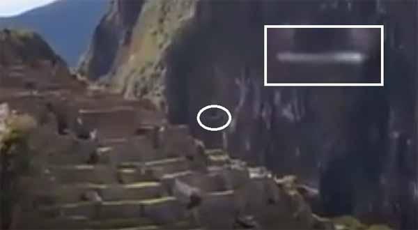 Vidéo: Un OVNI en forme de cigare filmé à Machu Picchu, Pérou