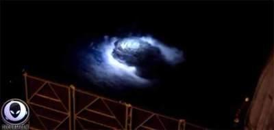 Vidéo: Ça s'est juste passé en orbite autour de la Terre
