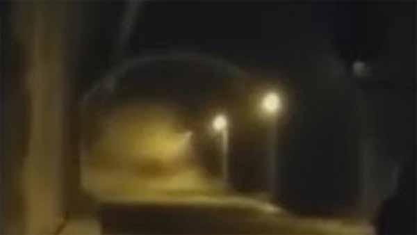 Vidéo: Activité très Bizarre filmée dans un tunnel à Medellin, en Colombie
