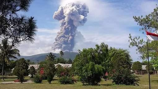 Après le séisme, le tsunami, l'île de Célèbes est confrontée au réveil d'un volcan