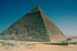 La pyramide de Gizeh pourrait contenir un trône fait avec du fer de MÉTÉORITES