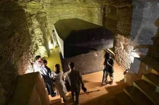 Le Mystère des 24 Tombes Noires Extraterrestres découvertes près des Pyramides de Gizeh en Egypte