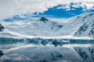 Un minéral martien, rare sur Terre, retrouvé piégé dans la glace de l'Antarctique