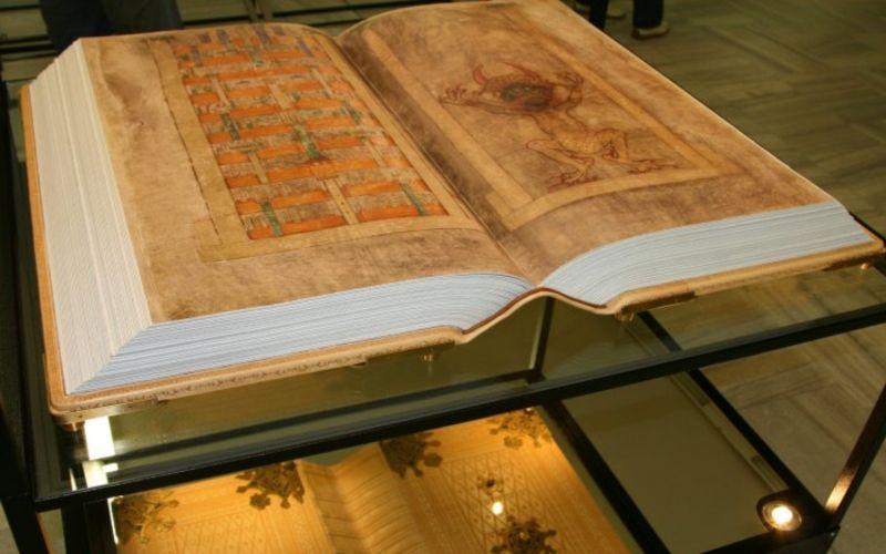 Codex-Gigas_Devils-Bible_4.jpg