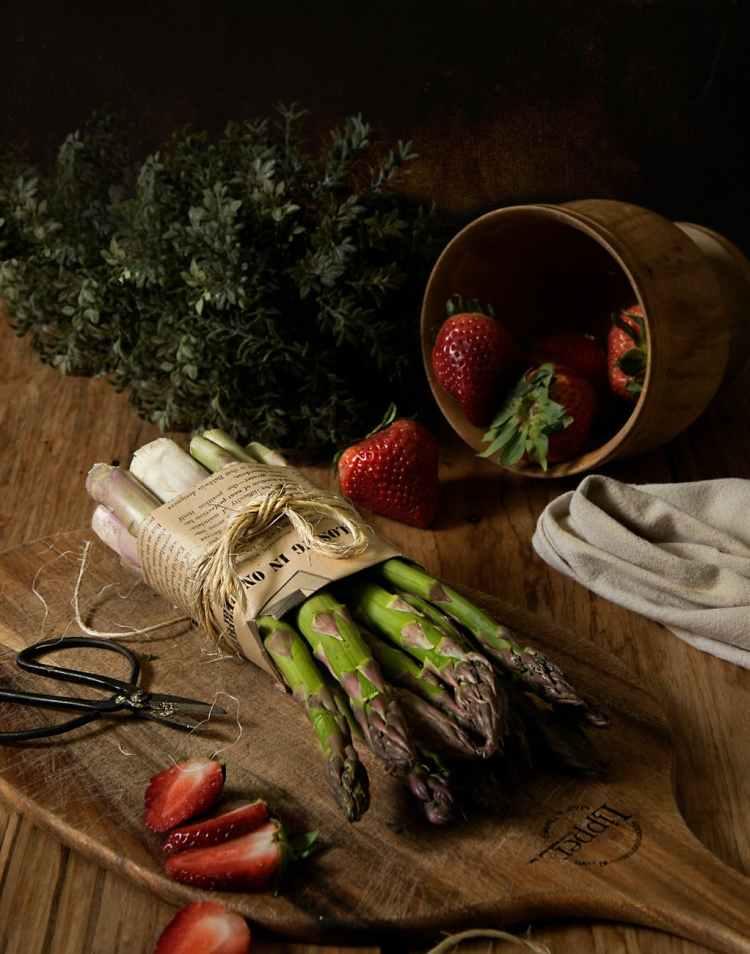 sliced strawberriesPhoto by Eneida Nieves on Pexels.com