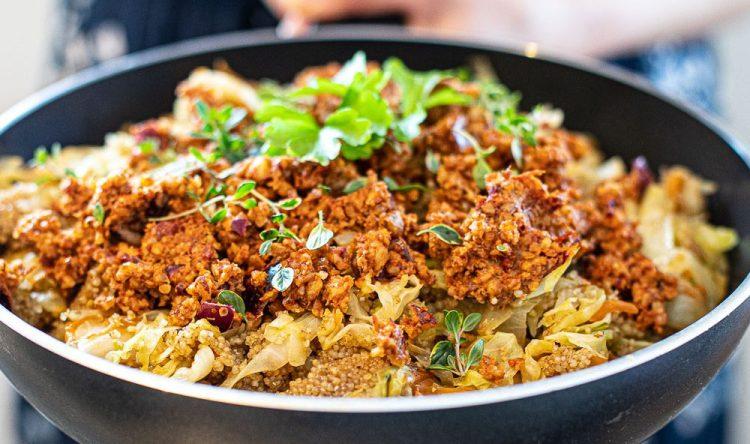 """kvinoa-kaalipaistos saksanpähkinä """"jauhelihalla"""""""