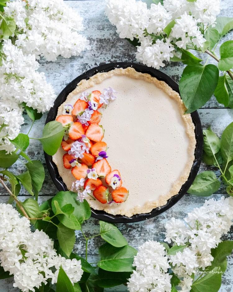 mansikka-valkosuklaapiirakka