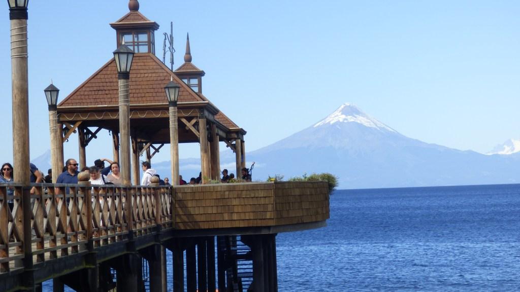 Pier Frutillar com o Vulcão Osorno