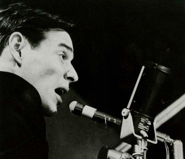 Música: Antonio Carlos Jobim se apresenta no Carnegie Hall, em Nova York (EUA). Diversos artistas brasileiros participaram deste primeiro show de bossa nova nos Estados Unidos, em 26 de novembro de 1962. (Reprodução) *** DIREITOS RESERVADOS. NÃO PUBLICAR SEM AUTORIZAÇÃO DO DETENTOR DOS DIREITOS AUTORAIS E DE IMAGEM ***