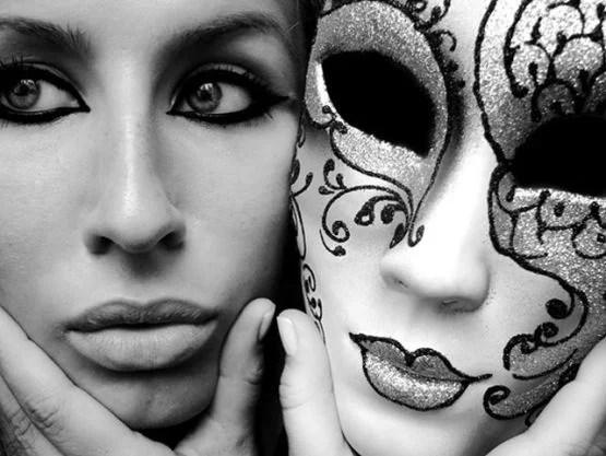 Arena și masca