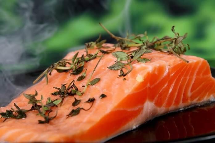 ikan salmon daging diet Makanan untuk mengecilkan perut buncit