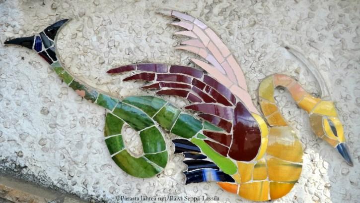 Mosaiikkitaidetta linnavuorellla.