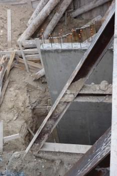 Mur vertical, bientôt toute hauteur des sous-sols, délitant la rampe d'accès @CK