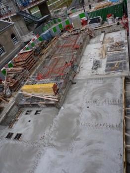 A l'Ouest, les dalles ferment les sous-sols (vue de haut).