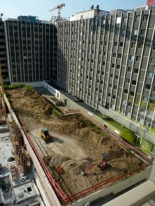 Début de la destruction des anciens bureaux de l'Hôtel Ibis, vue de haut