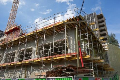 Angle Sud-Est, préparation de l'installation des balcons du 2ème étage