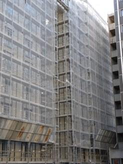 Pose des barres de fixation du bardage, arrière des bâtiments A & B