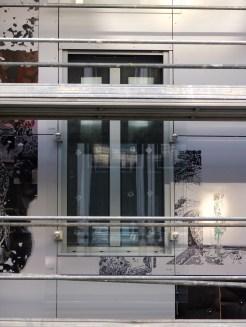 Garde-corps vitré, façade arrière de Parc 17, bâtiment C