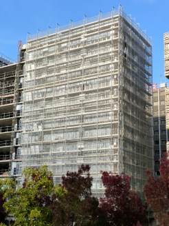 Pose des cassettes, façade Sud, bâtiment C, Parc 17
