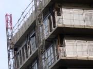 Supports latéraux des gardes-corps vitrés installés, 11° étage, bâtiment A, façade Ouest