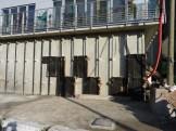 Installation des plaques d'isolant sur la partie inférieure du bâtiment C