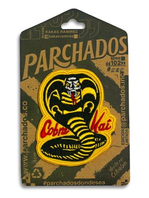 fotoproducto_parchados_patches_s102_cobra_kai_empaque