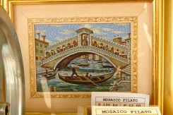 Tableau de petites tesselles de verre Murano en mosaïque